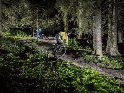 Den Carezza Trail bei Nacht befahren